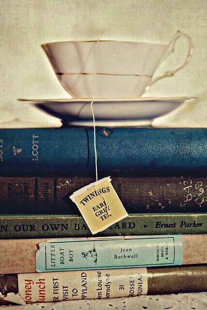 Tea and books. Perfekt afternoon