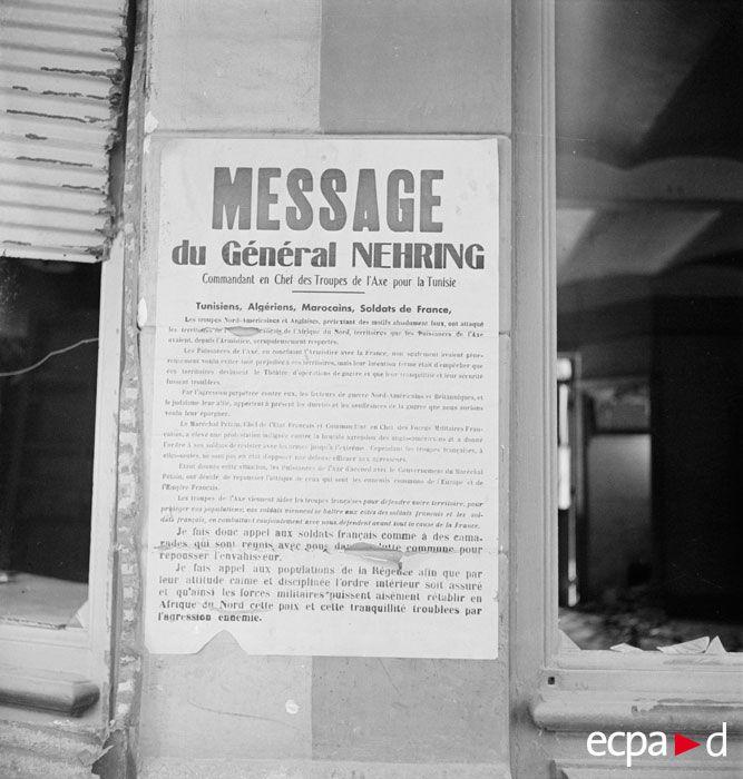 Une affiche du général Nehring, alors commandant en chef des troupes de l'Axe pour la Tunisie, est placardée sur les murs de la ville de Bizerte occupée par les forces de l'Axe puis libérée par les Alliés en mai 1943. L'affiche, de décembre 1942, présente un appel du général Walther Nehring demandant aux populations civiles et militaires de Bizerte, aux « Tunisiens, Algériens, Marocains, soldats de France », de se battre contre les Alliés pour rétablir la paix en Afrique du nord, arguant que…
