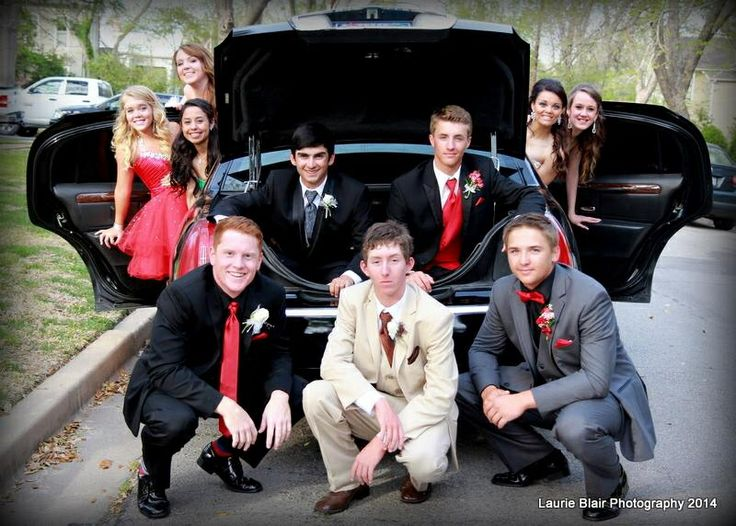 Prom group photo idea from Laurie Blair Photo in Terrell, TX.   www.facebook.com/laurieblairphotography