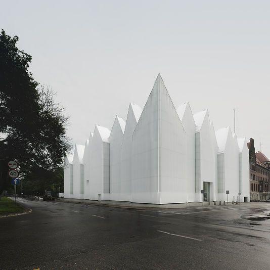 SIMON MENGES La salle philharmonique de Szczecin (Pologne) réalisée par Barozzi/Veiga. SIMON MENGES En savoir plus sur http://www.lemonde.fr/architecture/article/2015/02/26/vignobles-et-musees-au-menu-du-prix-mies-van-der-rohe_4583434_1809550.html#iJlE9HJJJKH1DL6p.99