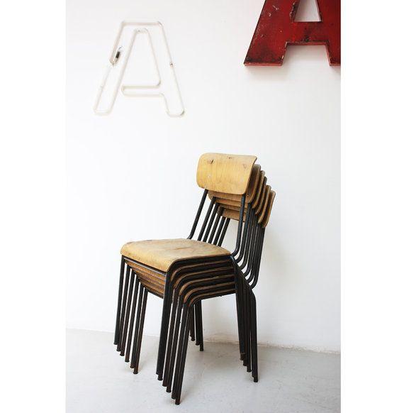 Set di 6 sedie vintage di una vecchia scuola #schoolchair #vintagechair #sediescuola #scuola #sediavintage