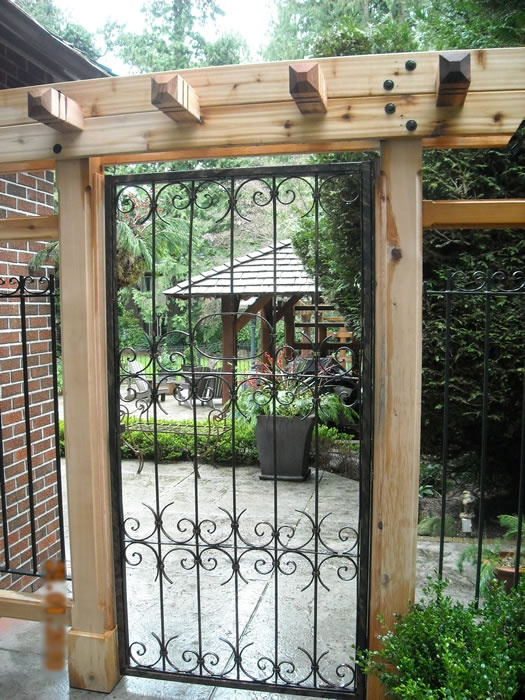 1000 ideas about iron gates driveway on pinterest iron for Iron garden gate designs