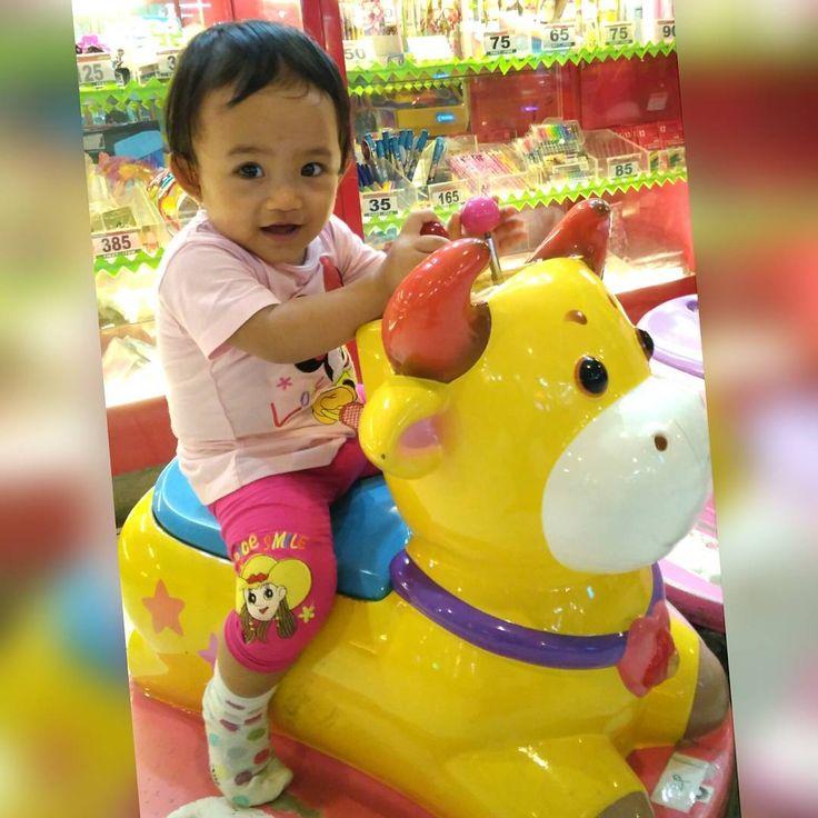 """Senyum Pukat Harimau""  #kirana #princess #baby #babygirl #babycute #babylove #babytoys #cute #beautyeyes #beautifulbaby #mataindah #mataindahbolapingpong #cantik #matacantik #anakpapa #lovemom #lovedad #sayangmama #sayangpapa #sayangpapamama #sayangsemuanya #photography #photoshoot #expresion #ekspresi #face #babymodel #medan #selebgram http://tipsrazzi.com/ipost/1512321696165321322/?code=BT82JHuDNpq"