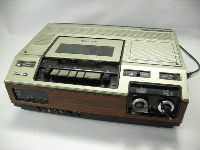 The very first VHS VCR by Panasonic: Model PV-1210 - www.remix-numerisation.fr - Rendez vos souvenirs durables ! - Sauvegarde - Transfert - Copie - Digitalisation - Restauration de bande magnétique Audio - MiniDisc - Cassette Audio et Cassette VHS - VHSC - SVHSC - Video8 - Hi8 - Digital8 - MiniDv - Laserdisc - Bobine fil d'acier - Micro-cassette - Digitalisation audio