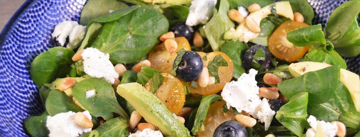 Salade met geitenkaas & blauwe bessen