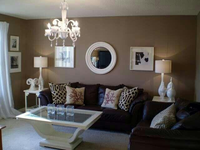 Decoración de sala en tonos cafe y beige