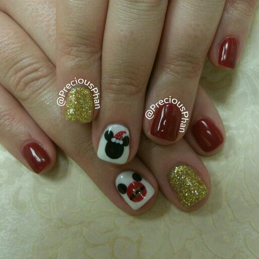 I'm so jelly. She's going to Disneyland. Christmas nails. Mikey mouse nails. #PreciousPhanNails