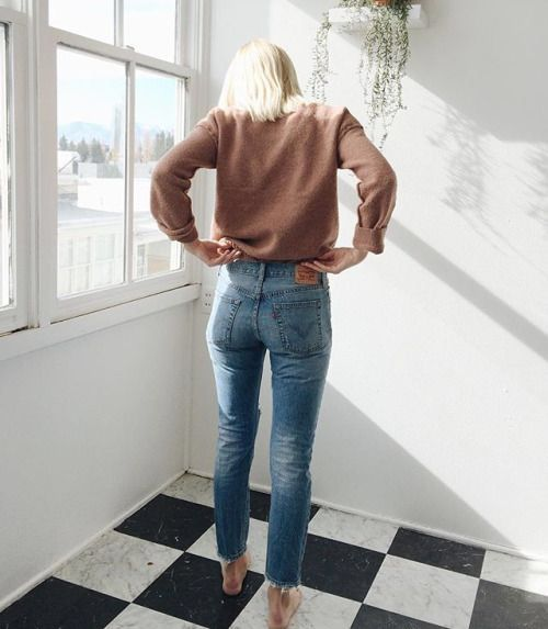 casual high waisted jeans ad a crop sweatshirt spring fashion trends 2017