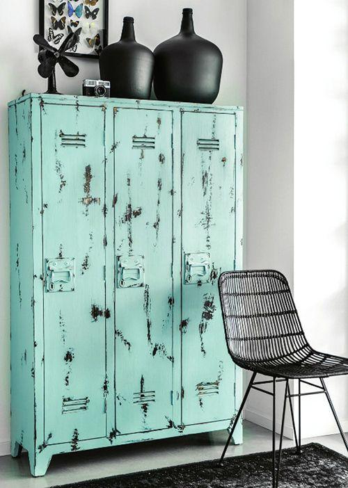Armoire industrielle bleu pastel