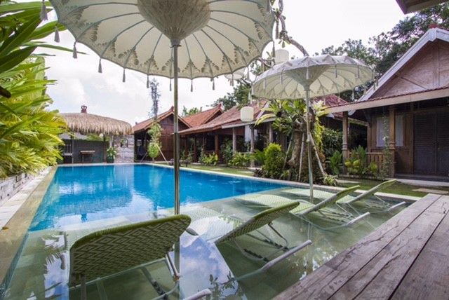 Balinese Parasol with Sundeck in the pool