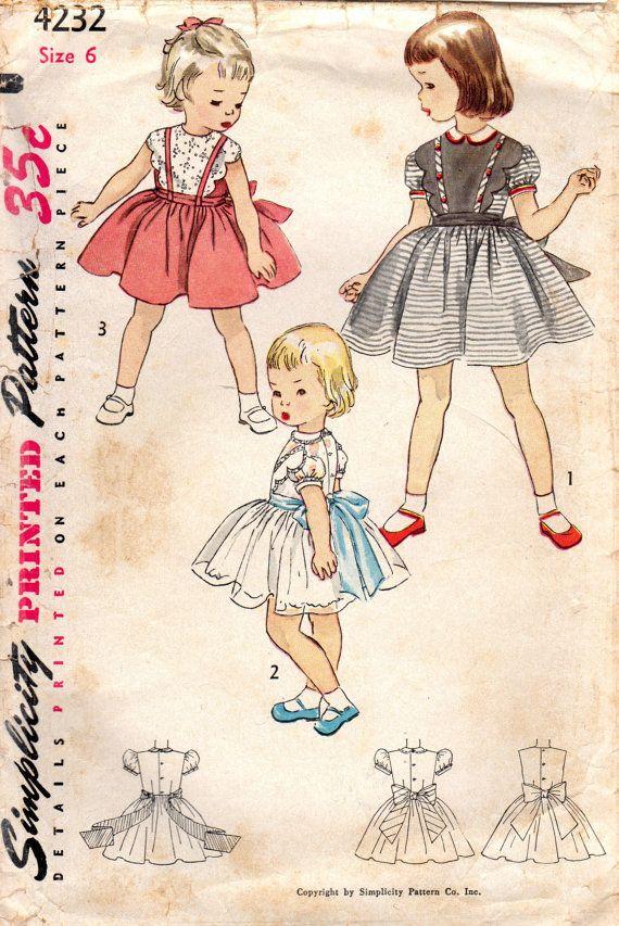 Simplicidad 4232: Use este patrón de costura vintage de los años 1950 para las niñas a coser un vestido de fiesta delicada con detalles de bordes de Vieira.  Detalles del vestido: -cuerpo montado de dart -Escote Joya -opcional dos piezas cuello de peter pan -Pechera de la blusa delantero con festoneados bordes y adornado con bandas -puff manga corta -completo reunieron falda -nuevo cierre botón -ribete de encaje opcional -lazos del marco  Más allá de manera adorable de 1953!  Tamaño 6 Mama…