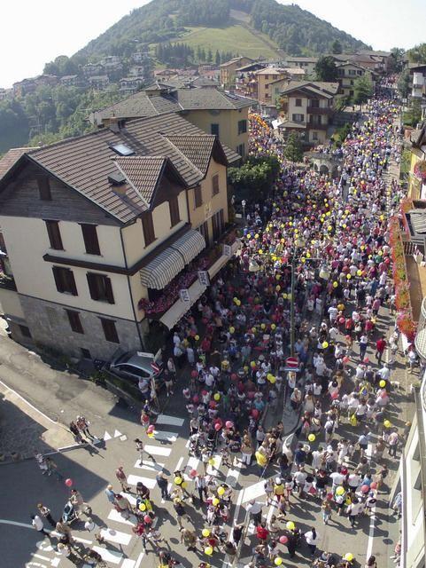 Minimarcia con 2 mila #bambini a Selvino (BG) è la festa delle famiglie http://www.ecodibergamo.it/stories/Tempo%20Libero/887289/