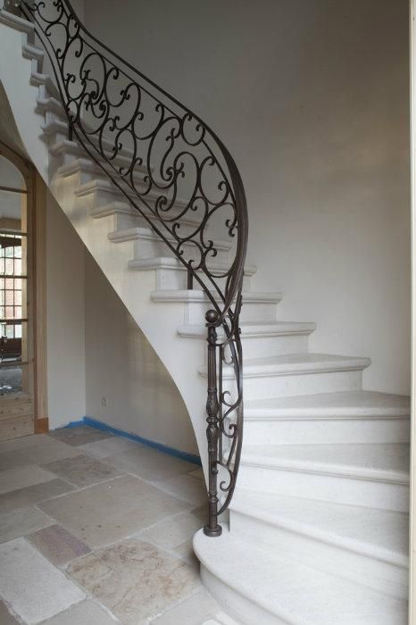 Entrance hall by Bourgondisch Kruis, Harelbeke - Belgium. Traditional and contemporary building materials.