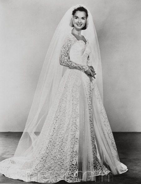 1955 wedding photo of actress Debbie Reynolds.