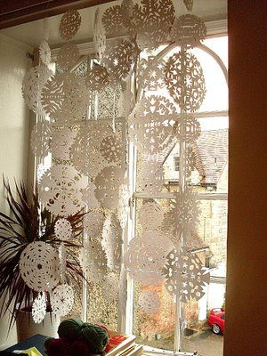 Pretty sure I've pinned this before - but I love paper snowflakes!