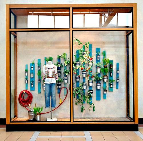 window display ideas | Anthropologie's Window Displays - Spring 2013 - Paperblog