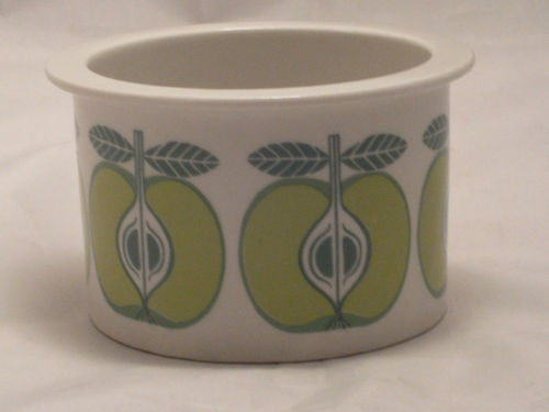 1960s Arabia Finland apple Pomona range ramekin pot by Kaj Franck #vintage #ceramics.  I have this one