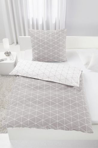 Bettwäsche aus 100% Baumwolle-Renforcé in der Farbe Grau. B/L: ca. 135/200cm und 80/80cm.