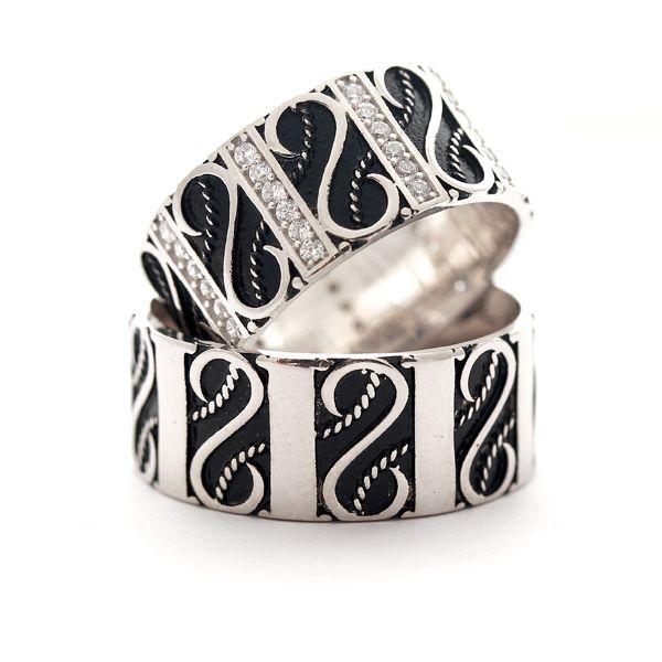El işi , siyah renkli motif işlemeli, 925 ayar gümüş çift alyans
