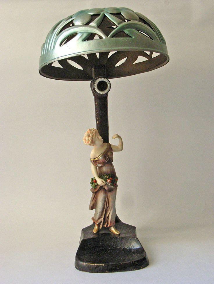 tischlampe mit blumenmadchen aus chryselephantine sign p tereszczuk jugendstil lichtquelle. Black Bedroom Furniture Sets. Home Design Ideas