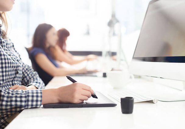 Si quieres iniciarte en el mundo laboral en el ámbito del #Diseño #Gráfico, aquí tienes una oportunidad, envía tu currículo.  #almeriatrending #ofertaempleo #empleoalmeria