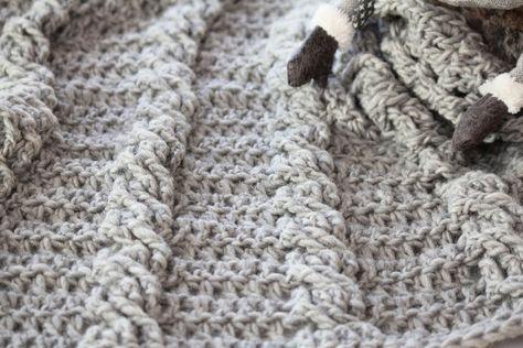 Svarta Fåret : Virkad babyfilt med flätor -swedish pattern/svenskt mönster