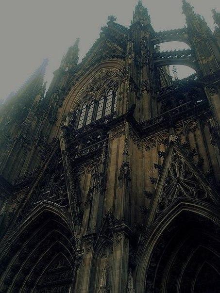 Кёльнский собор, основанный в 1248 году, Германия.