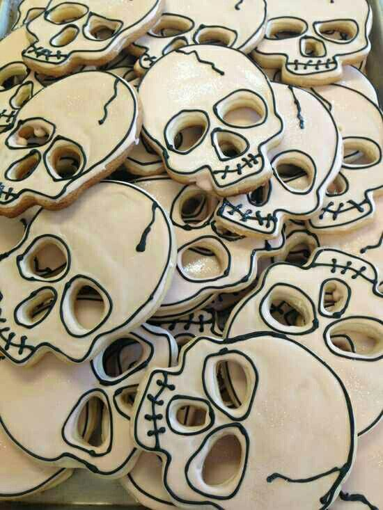 Skull Cookies -- I like how these could be done with just outlines of icing (without any floodwork.)  #cookies #spooky #halloween