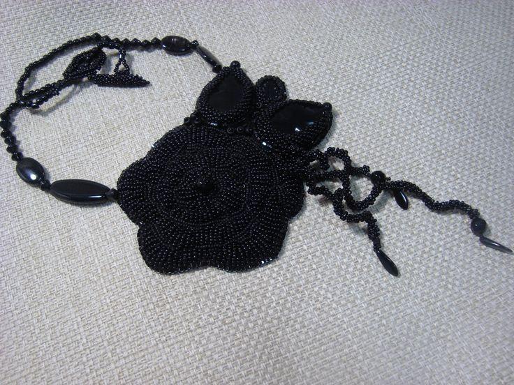 Adela Petcu_ Black flower_ Toho beads, onix