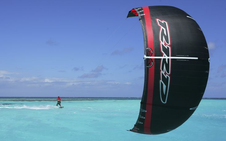 Kitesurfing in Nouméa bay clear water