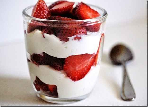 Berries and Yogurt | 31 Delicious Low-Carb Breakfasts For A Healthy New Year