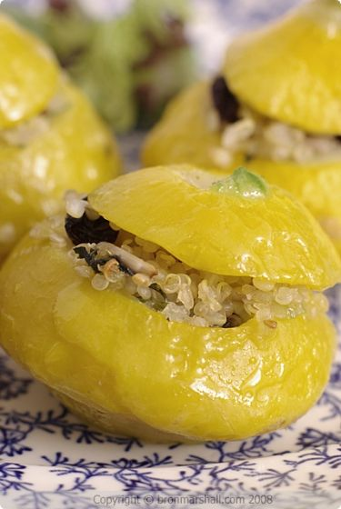 A Taste of Yellow - Patty Pan Squash stuffed with Lemon and Currant Quinoa // really good! swapped garlic for onion & slivered almonds for sunflower seeds. would add more herbs/salt & pepper next time. had it as a side dish rather than a main. vegan! #recipesiactuallymade