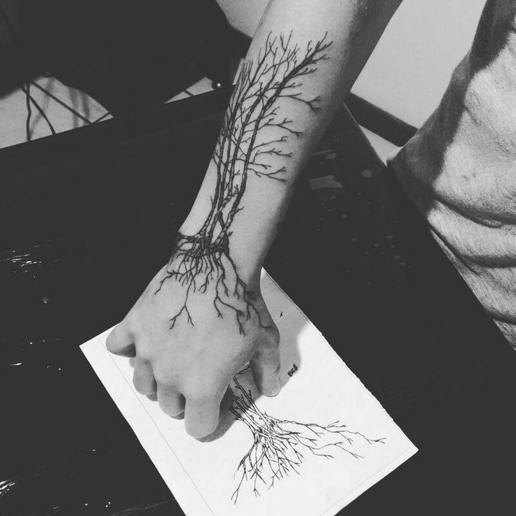 Tattoo black white tree raiz arvore