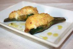 I carciofi ripieni e gratinati al forno serviteli come antipasto ma in porzioni più abbondanti diventano un gustoso secondo piatto.