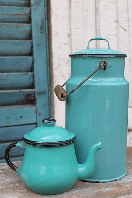 Tomar café da manhã pode ficar muito mais divertido com os objetos coloridos como esses na cor turquesa ;) Mais