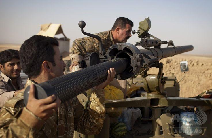 イラク北部サラハディン(Salaheddin)州ツズフルマツ(Tuz Khurmatu)で起きたイスラム教スンニ派(Sunni)の過激派組織「イスラム国(Islamic State、IS)」との激しい衝突で、無反動砲に弾を装填するシーア派(Shiite)民兵(2014年8月31日撮影)。(c)AFP/JM Lopez ▼1Sep2014AFP|イラク軍、北部アミルリで過激派の包囲突破 http://www.afpbb.com/articles/-/3024577