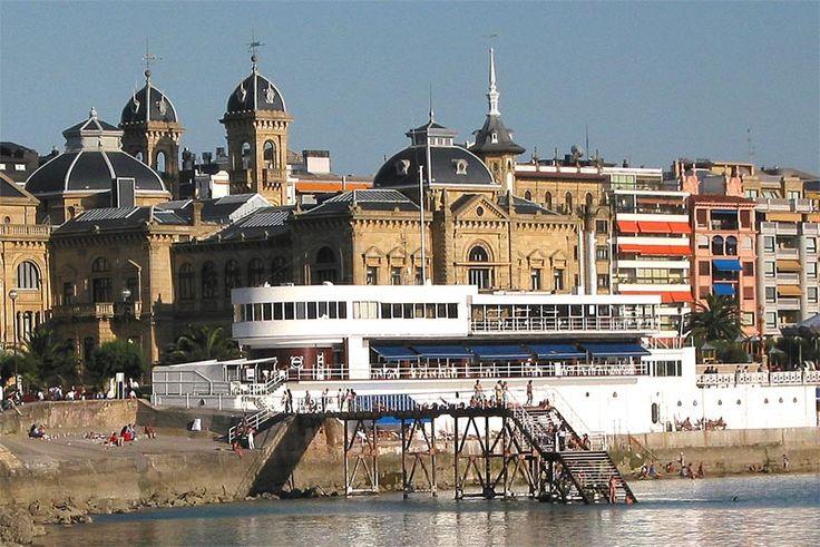Basque Country,Gipuzkoa, Donostia-San Sebastian, Club Náutico frente al Ayuntamiento