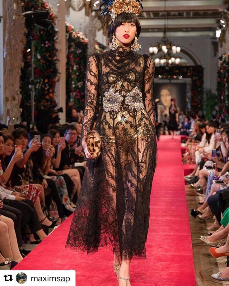 #Repost @maximsap  Incredible @dolcegabbana Alta Moda Alta Sartoria fashion show in Hong Kong! ❤️❤️❤️#DGLovesHongKong See more on @fashiontomax (FASHIONTOMAX.COM)