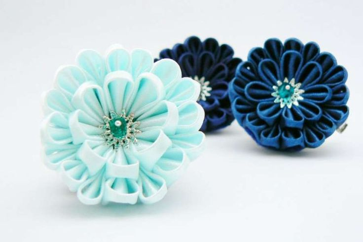 Satin dahlia tutorial - now in English with everything explained to the tiniest detail.