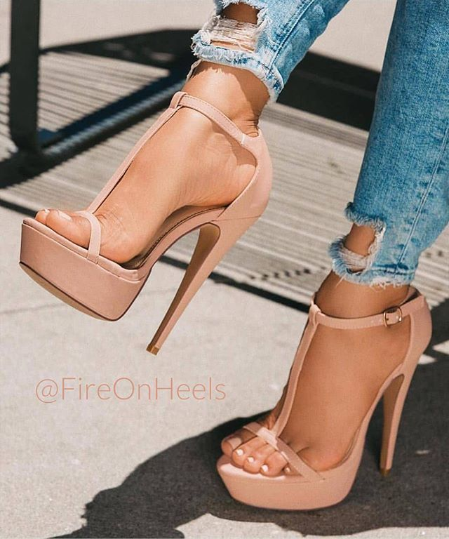 Nude girl hot sandals photo 71