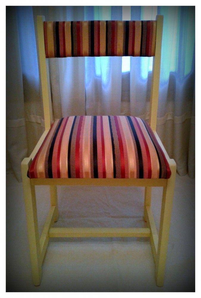 Silla de madera restaurada y pintada en amarillo pastel. Tapizado con género a rayas multicolor al tono. Medidas (axhxp) 44 cm x 85 cm x 44 cm - altura del asiento 50 cm<br />