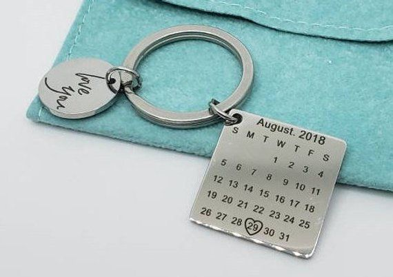 Personalized Calendar Keychain – Custom Keychain – Anniversary Gift, Table Gift, Bridesmaid Gift, Baby Shower, Invitation, Save the date