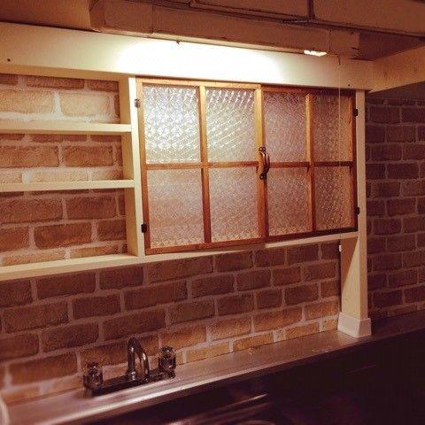 賃貸のDIYアイテムで外せないディアウォールとセリアのリメイクシートを使いカフェ風キッチンにDIY! ディアウォール感を隠しつつ壁などに傷を付けずシンク前にキッチン収納も作りました!