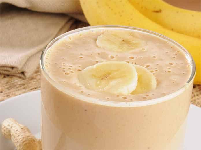 Для приготовления этого молочного коктейля понадобится всего 3 ингредиента. Банан – прекрасное дополнение молочного коктейля, которое придает напитку приятную густоту и насыщенный вкус. Попробуйте приготовить этот простой молочный коктейль с мороженым и бананом, порадуйте себя и своих близких...  ИНГРЕДИЕНТЫ  Молоко 150 мл.; Банан 2 шт.; Ванильное сливочное мороженое 30 г.  ПРИГОТОВЛЕНИЕ  Фрукты почистим и крупно нарежем. Добавляем их в блендер, наливаем туда еще молоко + положим пару…