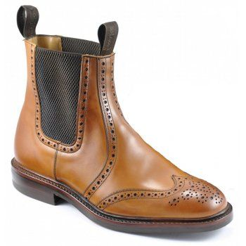 These are excellent, hard wearing brogue dealer boots with twin gussets. Both striking and handsome, it is easy to see why they are widely admired. Thirsk features calf leather uppers, full leather lining with leather insoles, and Goodyear Welted Dainite rubber soles. Made in an F fitting.