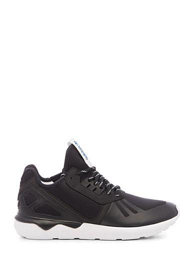 Adidas au 31 pour homme   Style athlétique monochrome aux lignes inspirées des années 90   Construction en néoprène   Semelle intérieure amovible   Semelle tubulaire en mousse pour un grand confort en toute légèreté   Numéro de modèle : M19648