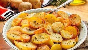Televisiosta tutun kokin Rachel Rayn helpot, uunissa paahdetut perunat valmistuvat täydellisen rapeiksi pienellä vaivalla.