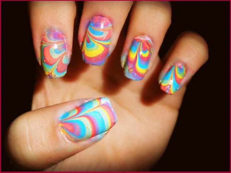 dat zijn pas kleurrijke nagels maar zo geeft het wel een leuk effect