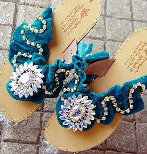 Χειροποίητα σανδάλια από γνήσιο δέρμα στολισμένα κρύσταλλα  Βρείτε τα στο παρακάτω σύνδεσμο: http://handmadecollectionqueens.com/γυναικεια-σανδαλια-απο-δερμα-στολισμενα-με-κρυσταλλα-1  #handmade #fashion #sandals #women #summer #footwear #storiesforqueens #χειροποιητο #μοδα #σανδαλια #γυναικα #καλοκαιρι #υποδηματα