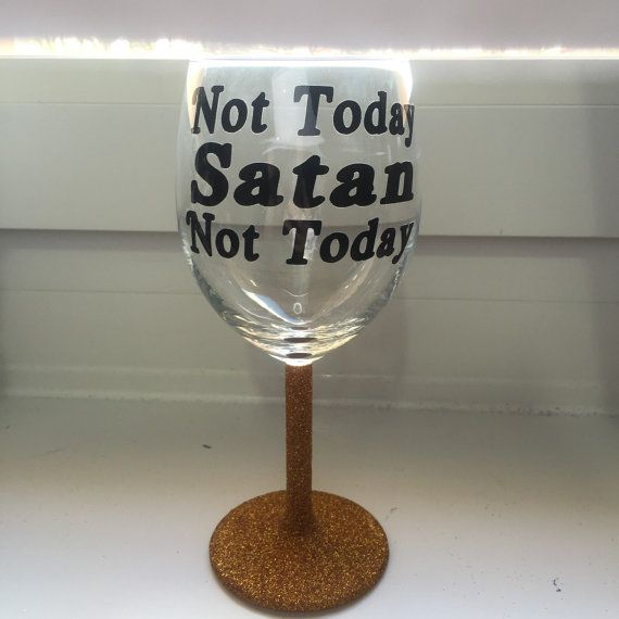 A glitter wine glass with a quote from RuPauls Drag Race. Perfect for any RPDR fan.  The personalising is applied using self adhesive vinyl, which can be safely, gently handwashed in cool water. **These are NOT handpainted**  Please choose which colour you would like when ordering. If your colour isnt there please dont hesitate to ask if I can source your colour, I will do everything I can to get it.   ** PLEASE LET ME KNOW WHAT QUOTE YOU WANT WHEN BUYING ** If you want a quote not shown in…